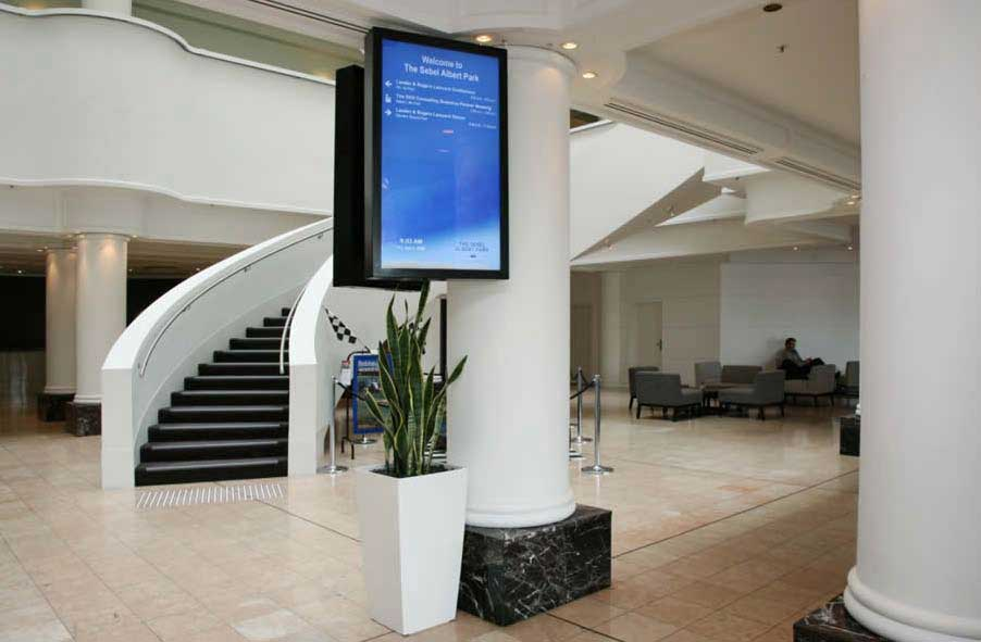 Digital Signage Display in Hotels and Lobbies